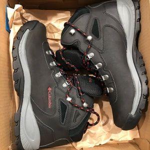 BRAND NEW Columbia Hiking Boots